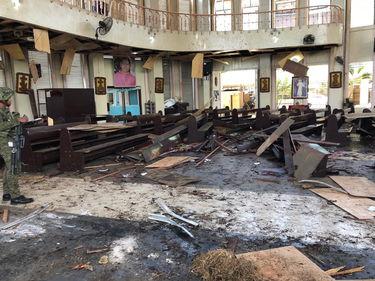Filippine, bombe alla cattedrale di Jolo: diversi morti e feriti foto 1