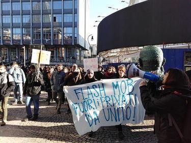 Gli studenti di Torino protestano contro i fast food all'università foto 2