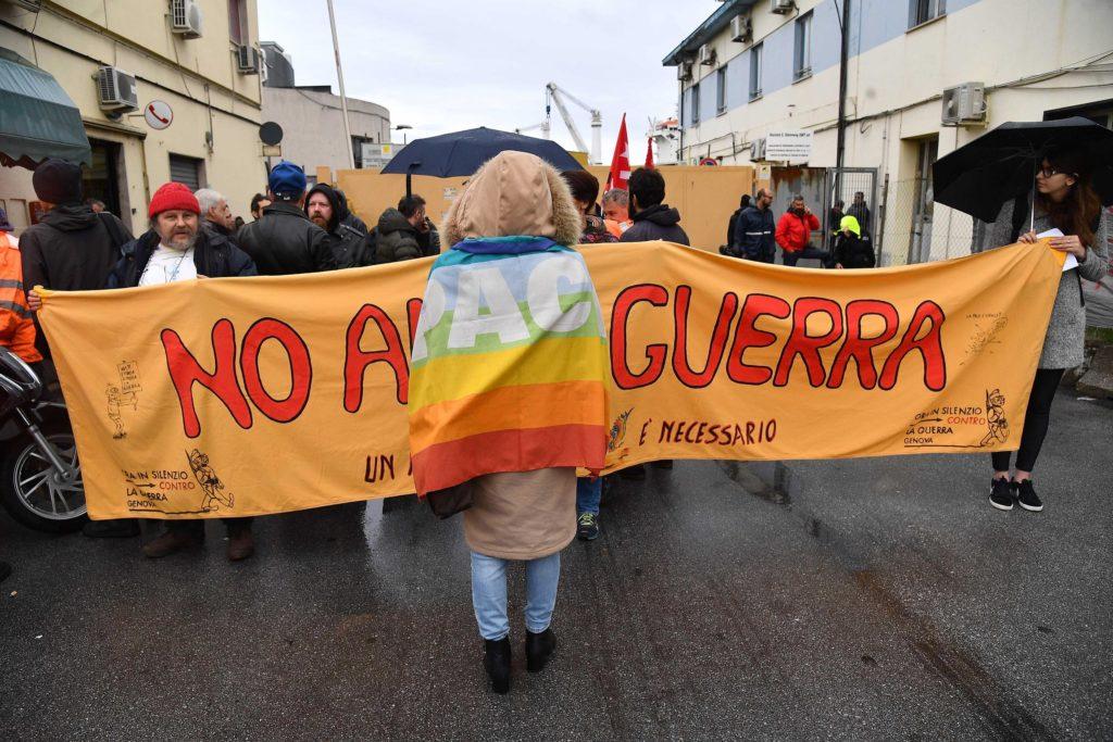 Manifestazione pacifista contro la Bahri Yanbu a Genova, 20 maggio 2019. Ansa/Luca Zennaro