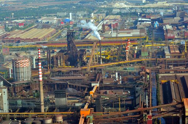 Una veduta aerea dello stabilimento dell'Ilva di Taranto, 2 ottobre 2013. Ansa/Ufficio stampa Questura di Taranto