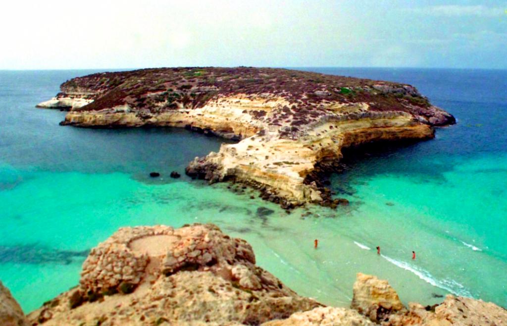 L'isola dei conigli a Lampedusa in un'immagine d'archivio ANSA/LANNINO-NACCARI