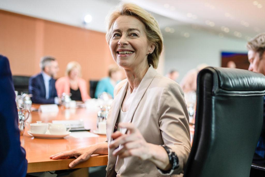 Ursula von der Leyen durante una riunione al Parlamento europeo