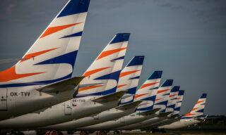 Veicoli della Smartwings  fermi all'aeroporto Vaclav Havel di Praga, Repubblica Ceca, 21 maggio 2020. EPA/MARTIN DIVISEK