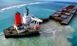 Mobilisation Nationale Wakashio| Il cargo giapponese MV Wakashio spezzato in due