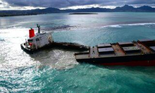Mobilisation Nationale Wakashio |Il cargo giapponese MV Wakashio spezzato in due