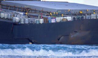 EPA/STRINGER| Dettaglio del punto di frattura del cargo giapponese MV Wakasho