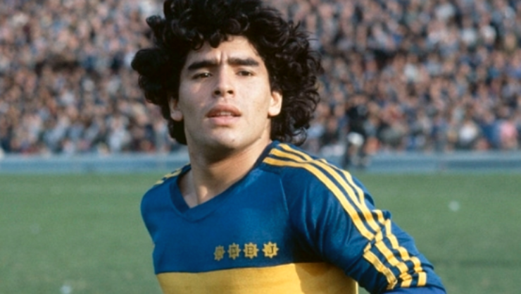 Diego Armando Maradona con la maglia del Boca Juniors
