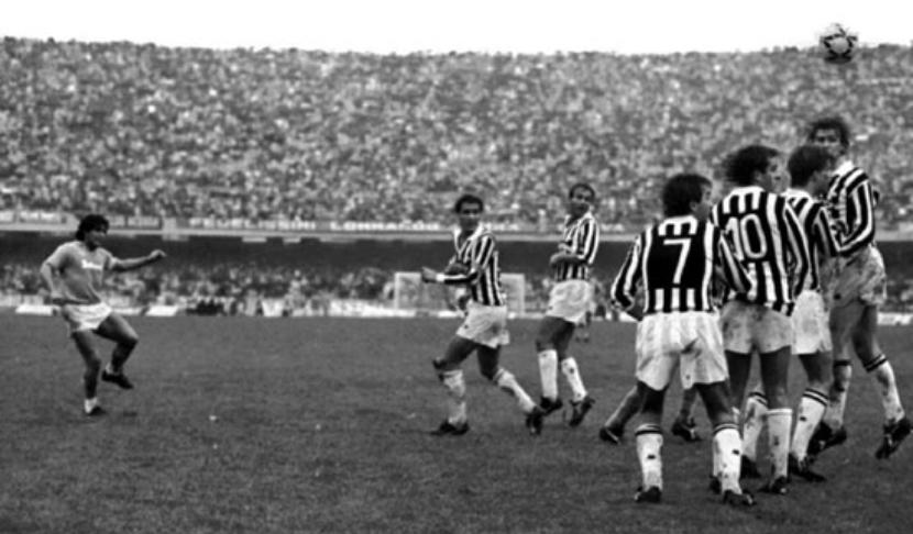 Maradona scocca il tiro vincente in Napoli - Juventus 1-0, Napoli, 3 novembre 1985