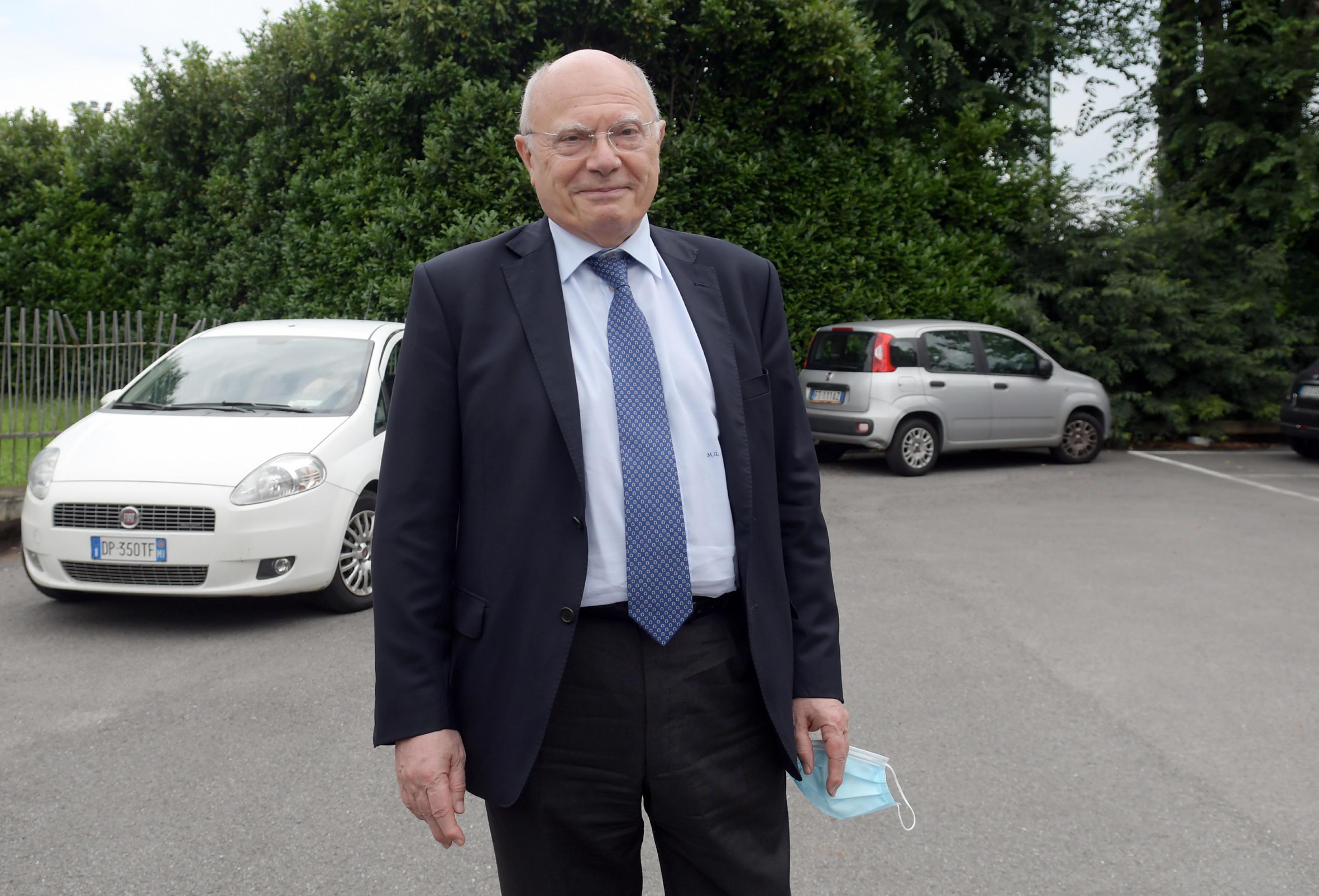 L'indagine su Massimo Galli per i concorsi truccati: «Era vicino a lui durante l'esame, è durato 15 minuti»
