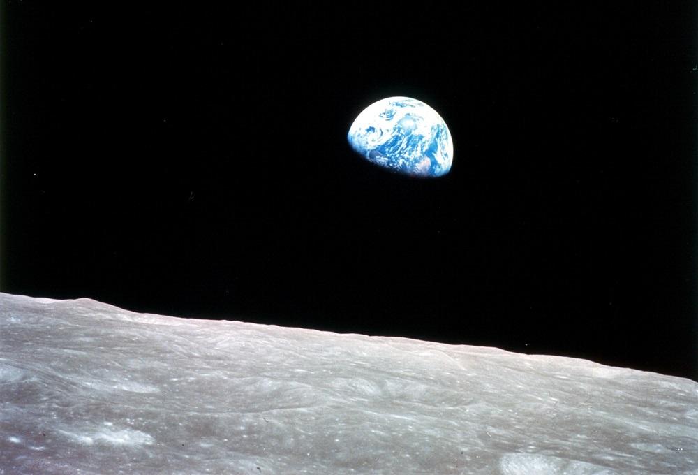 Finite le riprese del primo film girato nello Spazio: la troupe è tornata sulla Terra – Il video