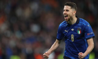 epa09327291 Jorginho of Italy celebrates scoring the decisive penalty during the UEFA EURO 2020 semi final between Italy and Spain in London, Britain, 06 July 2021.  EPA/Carl Recine / POOL (RESTRICTIONS: For editorial news reporting purposes only. Images must appear as still images and must not emulate match action video footage. Photographs published in online publications shall have an interval of at least 20 seconds between the posting.)