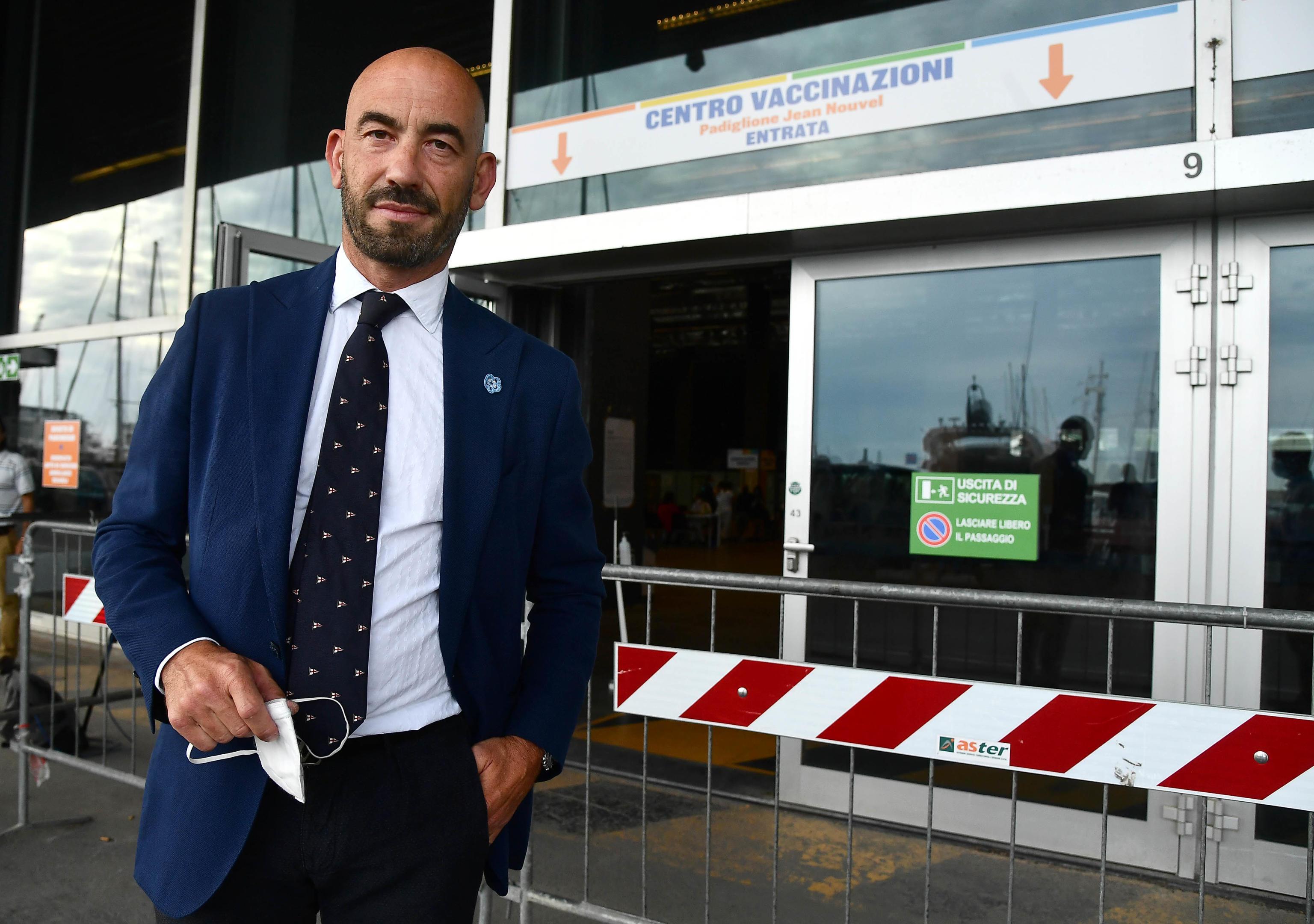Bassetti: «Sì al lockdown per i non vaccinati, è la soluzione per salvare gli ospedali»