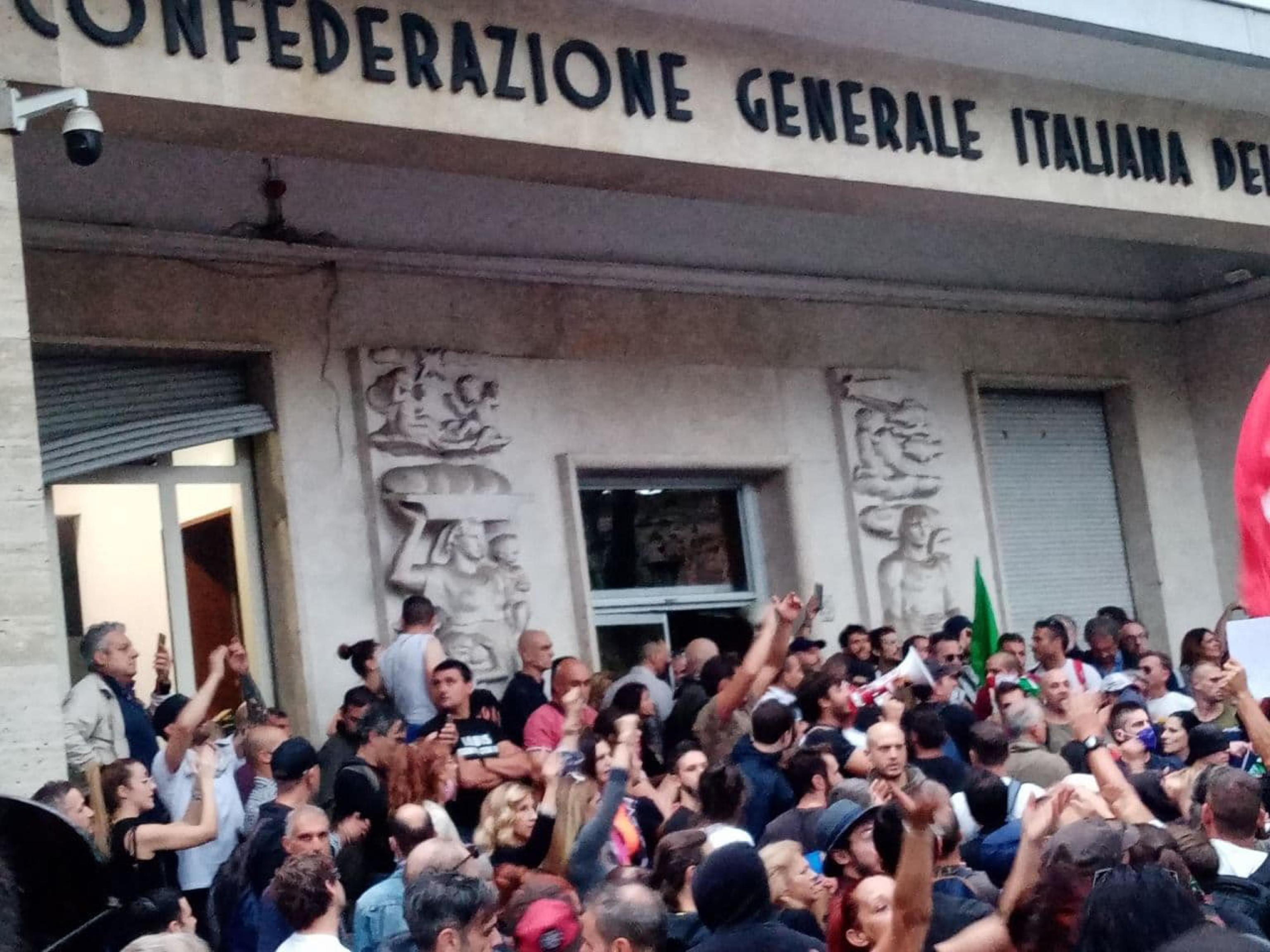 Assalto alla Cgil, la versione di Castellino e Fiore: «Manifestazione autorizzata dalla Polizia, abbiamo ...