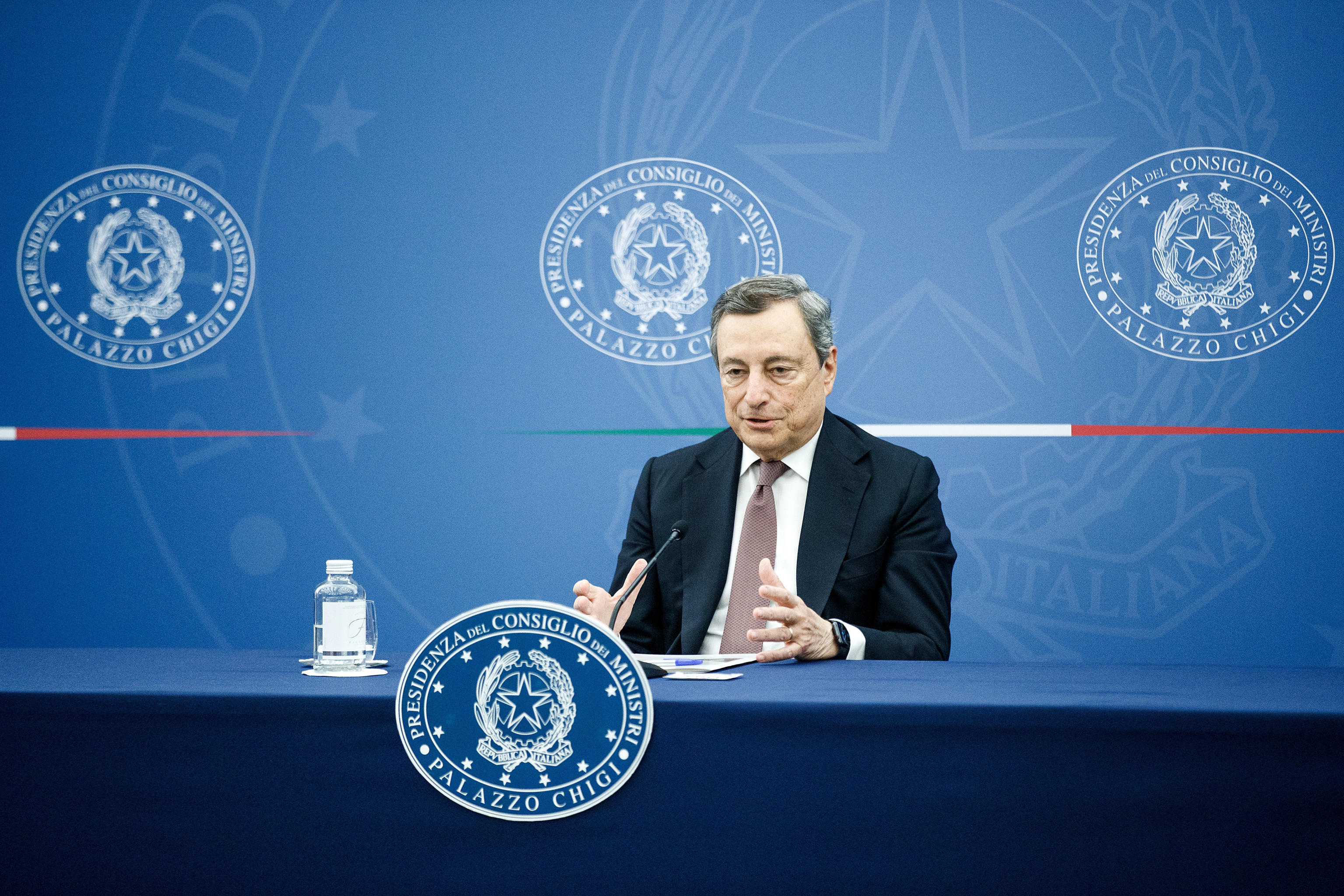 """Manovra, via libera del Cdm. Draghi: """"Cresceremo oltre il 6% nel 2021, dodici miliardi per tagliare le tasse. Più controlli sul reddito di cittadinanza"""""""