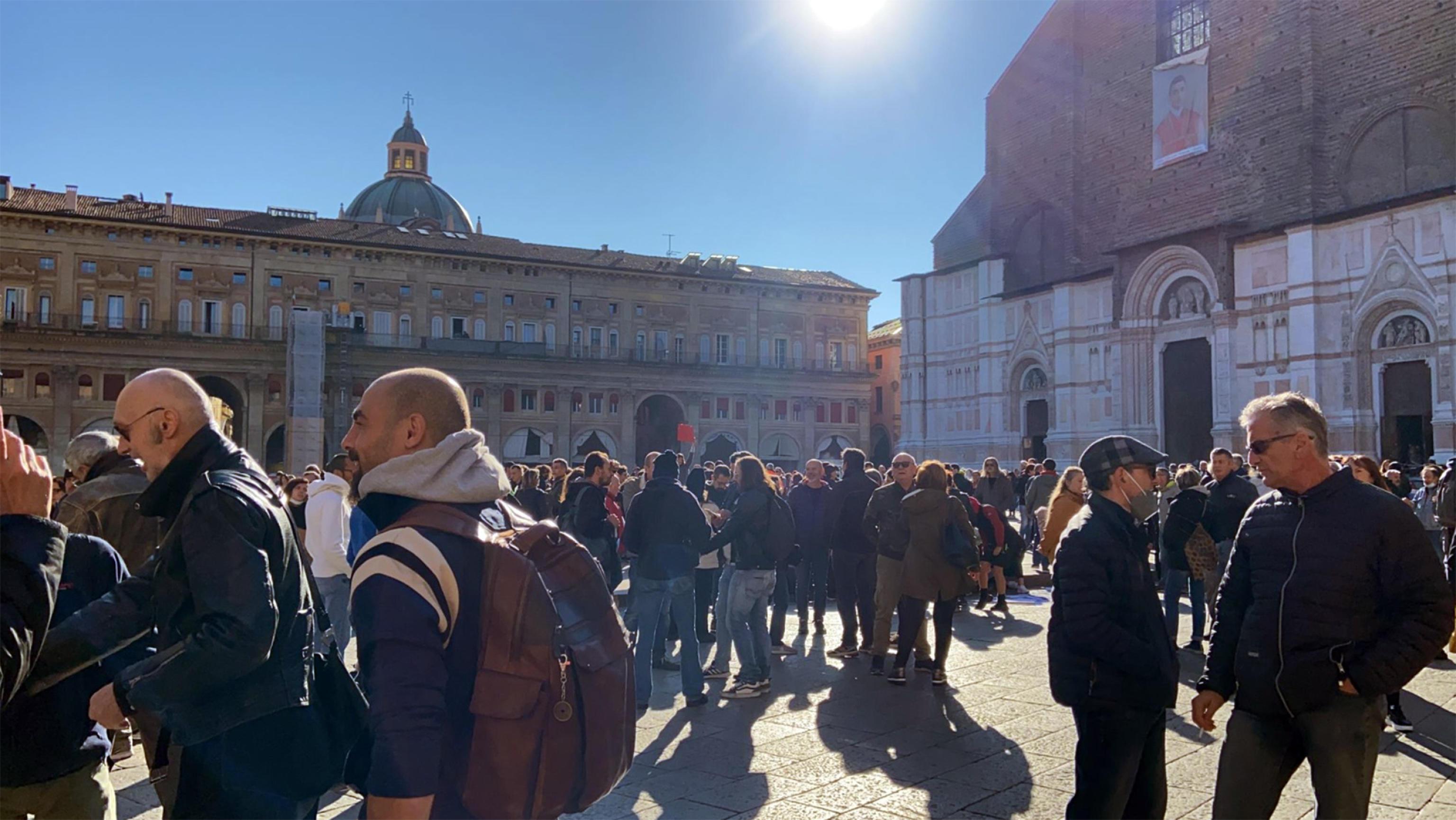 Il giorno dei No Green pass. A Bologna attacchi contro Liliana Segre: «Porta vergogna alla sua storia, dovrebbe sparire»