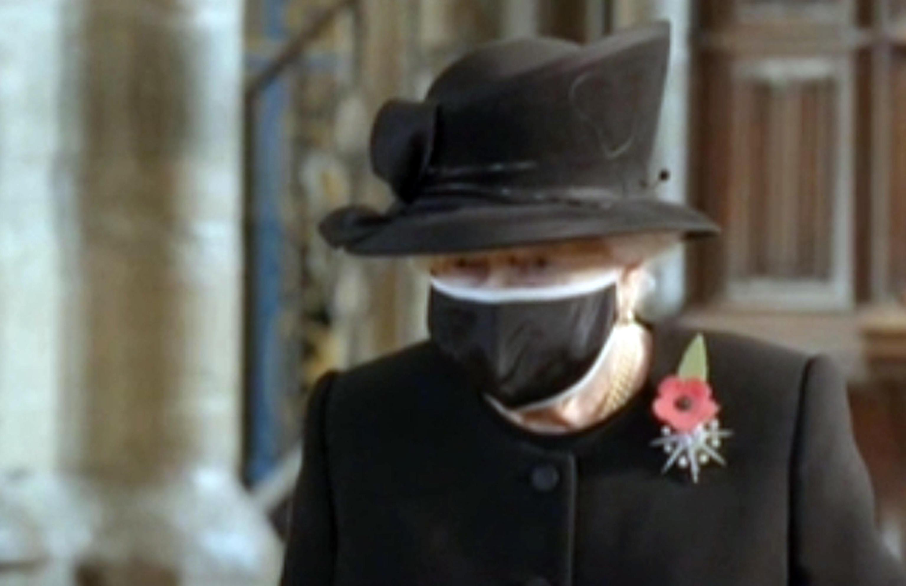 La regina Elisabetta ha trascorso la notte in ospedale: lo rende noto Buckingham Palace