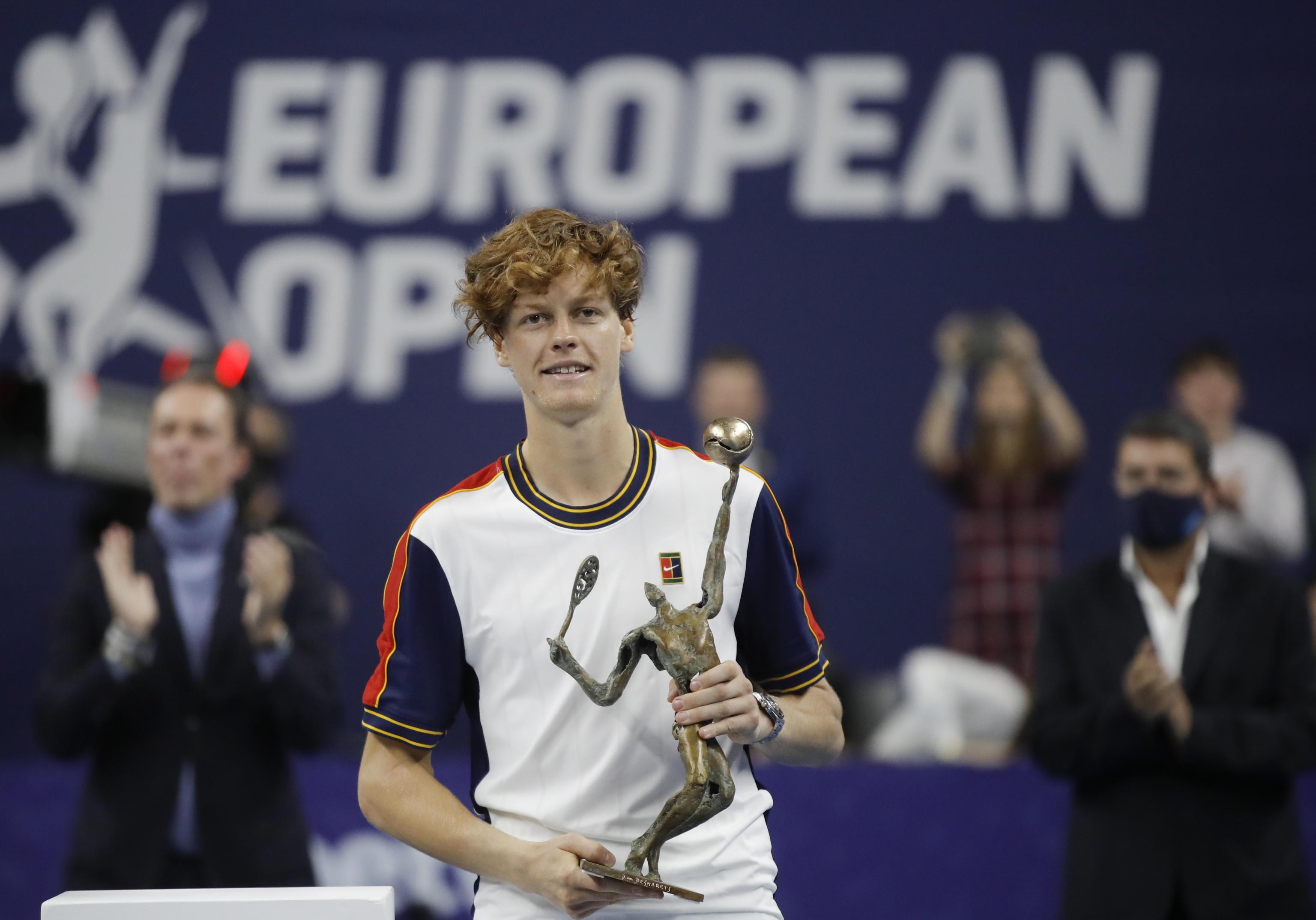 Tennis, Sinner trionfa ad Anversa: è il primo italiano di sempre a vincere 4 titoli in un anno