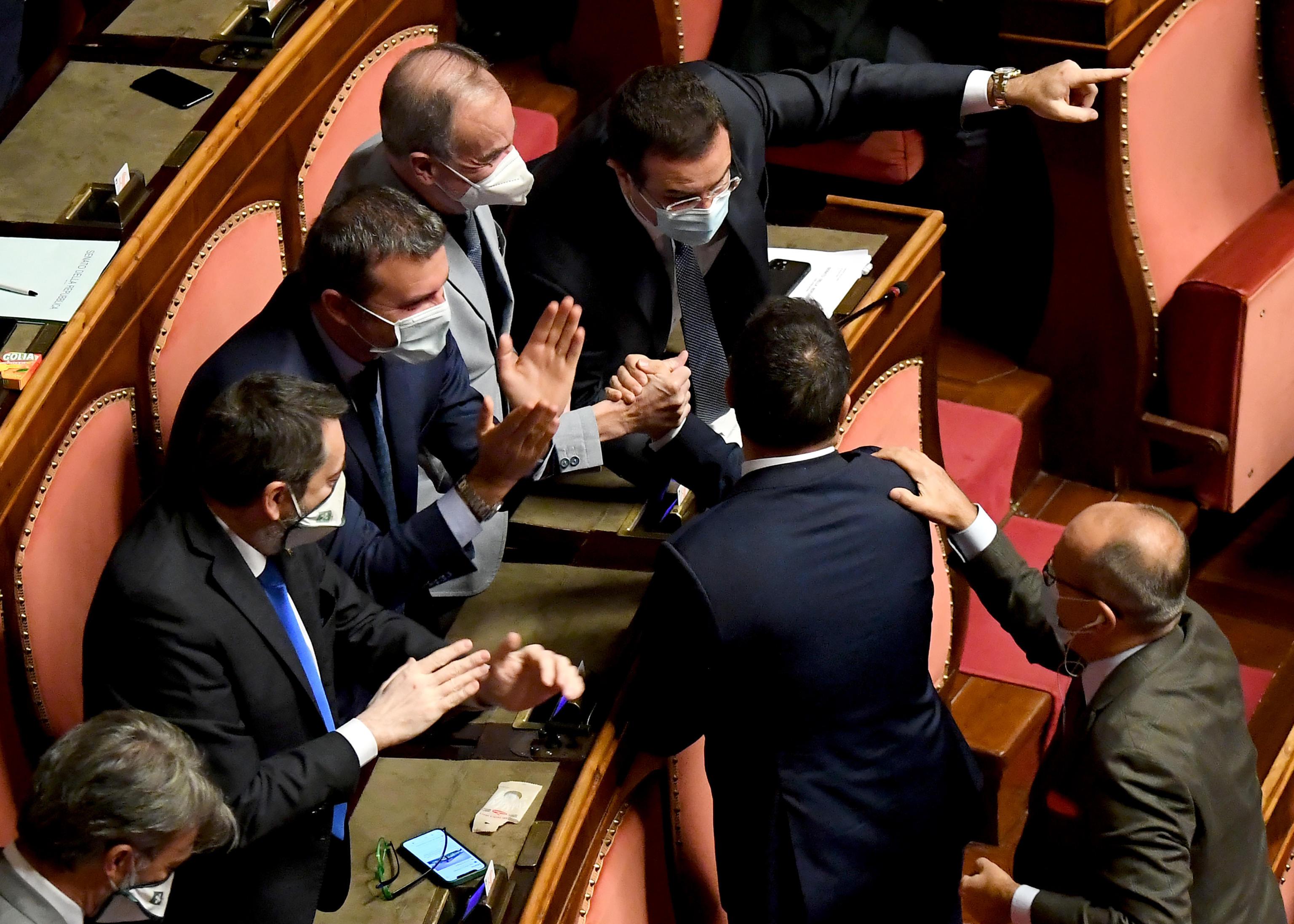 Ddl Zan, parte la ricerca dei 15 franchi tiratori. Accuse a Italia Viva che però punta il dito contro Pd e M5s