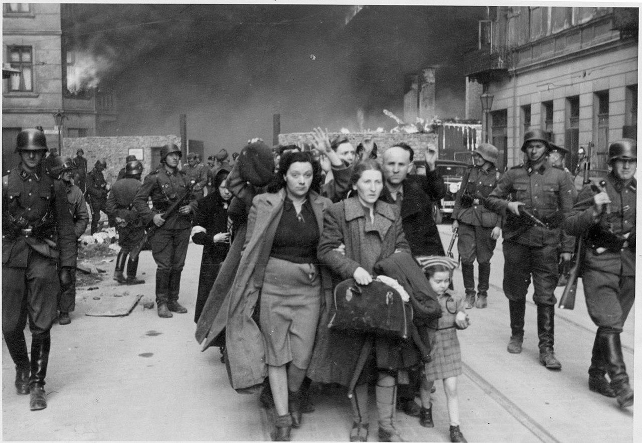 Conte ricorda il rastrellamento del ghetto ebraico di Roma con una foto di Varsavia