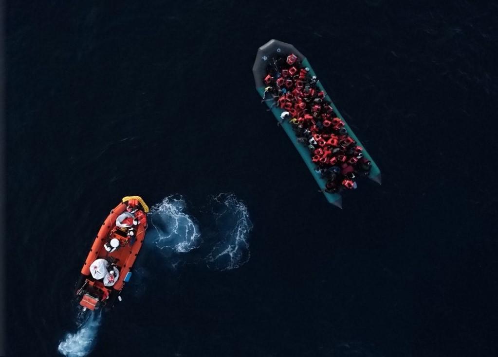 Migranti, almeno 130 persone in difficoltà nel Mediterraneo centrale: ci sono anche bambini