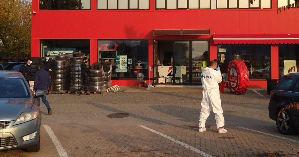 Reggio Emilia, dipendente ucciso in un'autofficina: si segue la pista dell'esecuzione. Fermato il gestore