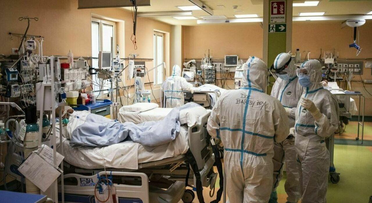 Covid, dopo due settimane torna ad aumentare la pressione sugli ospedali: peggiorano Calabria e Lombardia