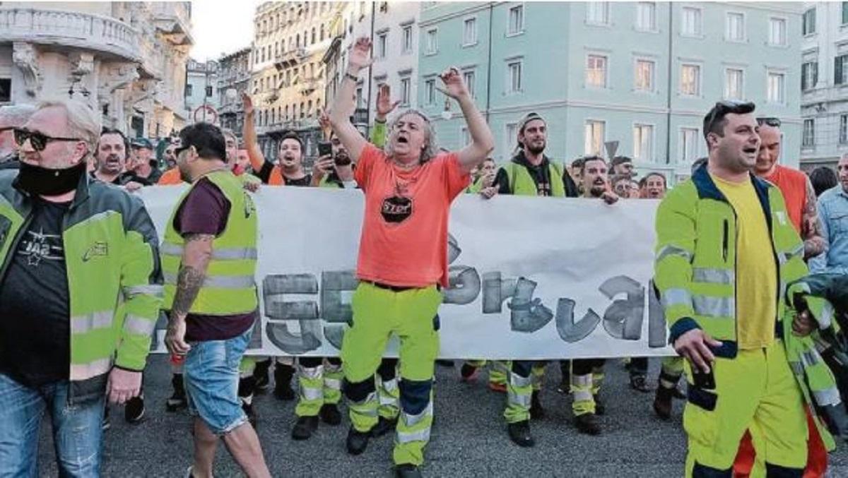 I sindacati contro i No Green pass di Puzzer: «Ma quale sciopero: chi protesta non c'entra niente con i portuali»