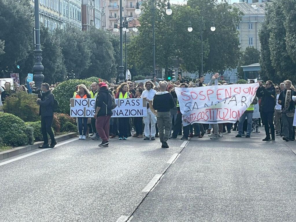 I portuali di Trieste dicono no all'intesa sui tamponi gratis: «Il 15  ottobre blocchiamo tutto» - Open